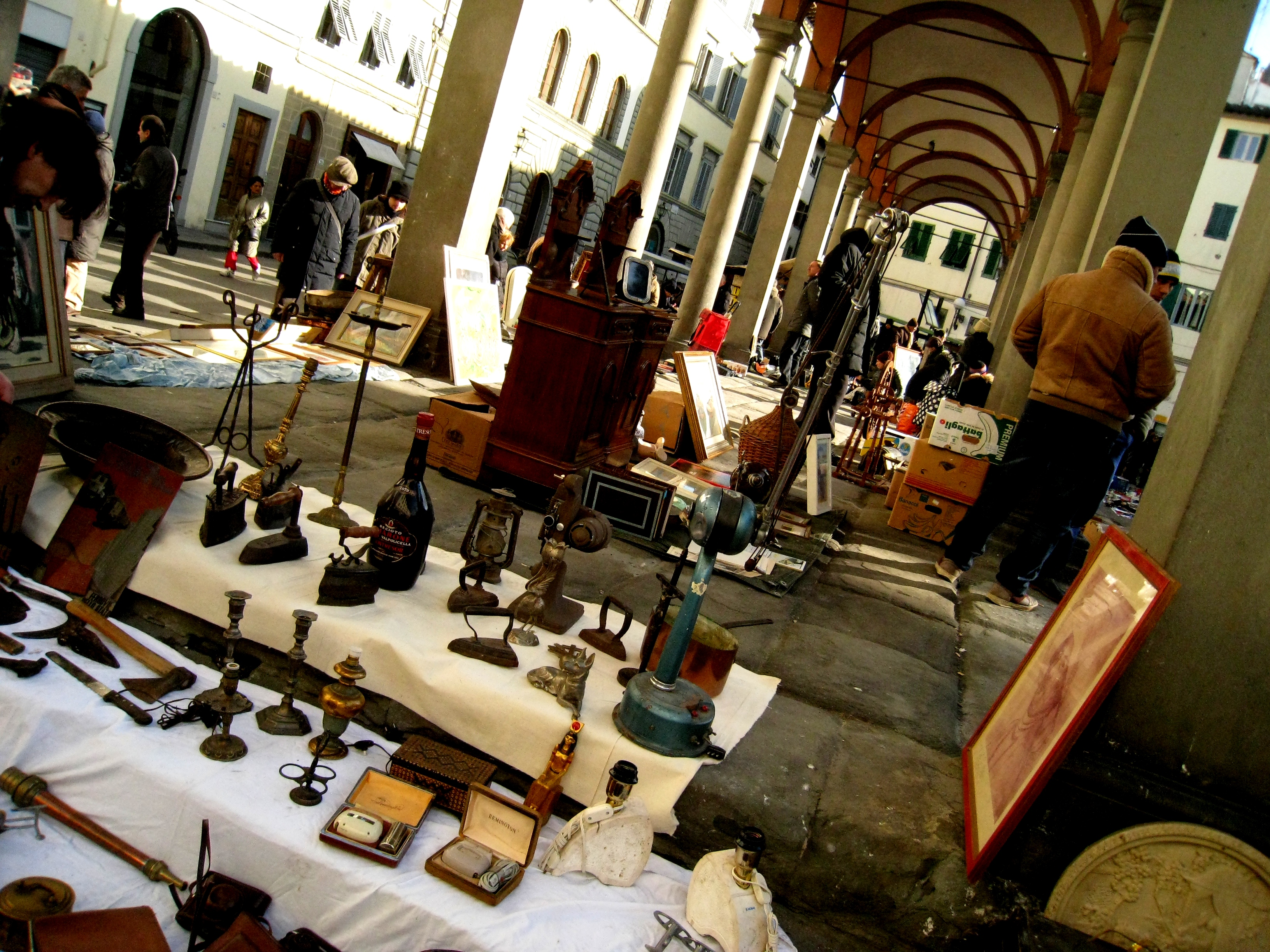 Piazza dei ciompi antique market vintagefables for Piazza dei ciompi